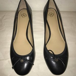 Ann Taylor leather low heel shoes